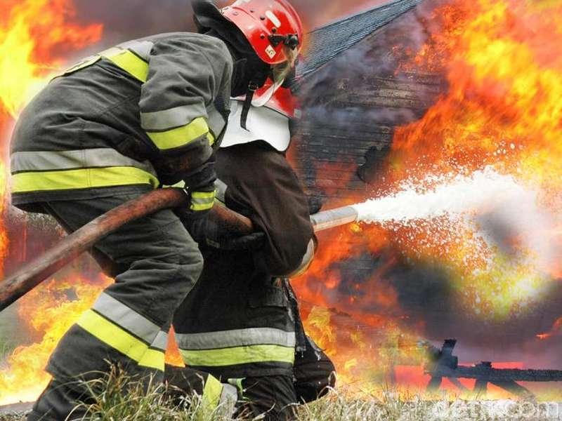 Ruko Terbakar di Fatmawati, 7 Mobil Damkar Meluncur