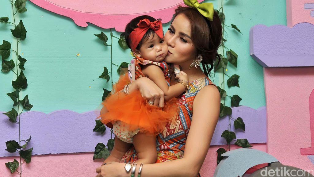 Olla Ramlan Agak Malas Unggah Foto Anak di Media Sosial