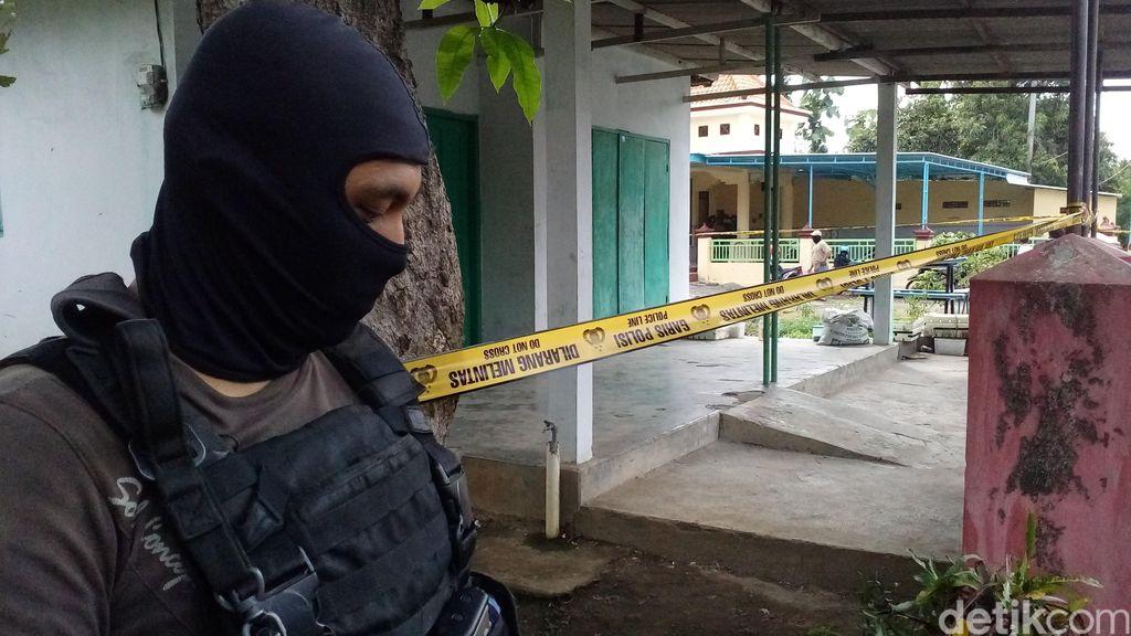 Densus 88 Tangkap 2 Terduga Teroris di Sumedang