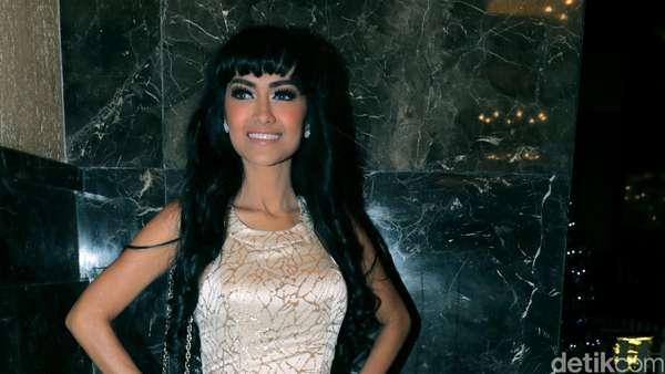Tidak Seksi, Jupe Elegan di Resepsi Nikah Nabila Syakieb