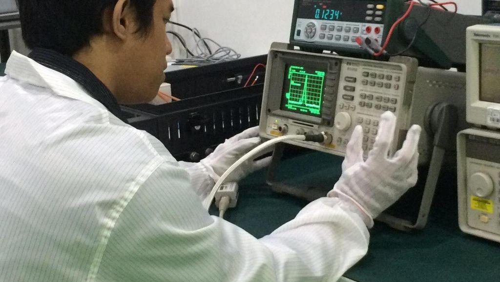 Menengok Produksi Alat Intelijen di Pabrik Mesin Sandi Pertama di Indonesia