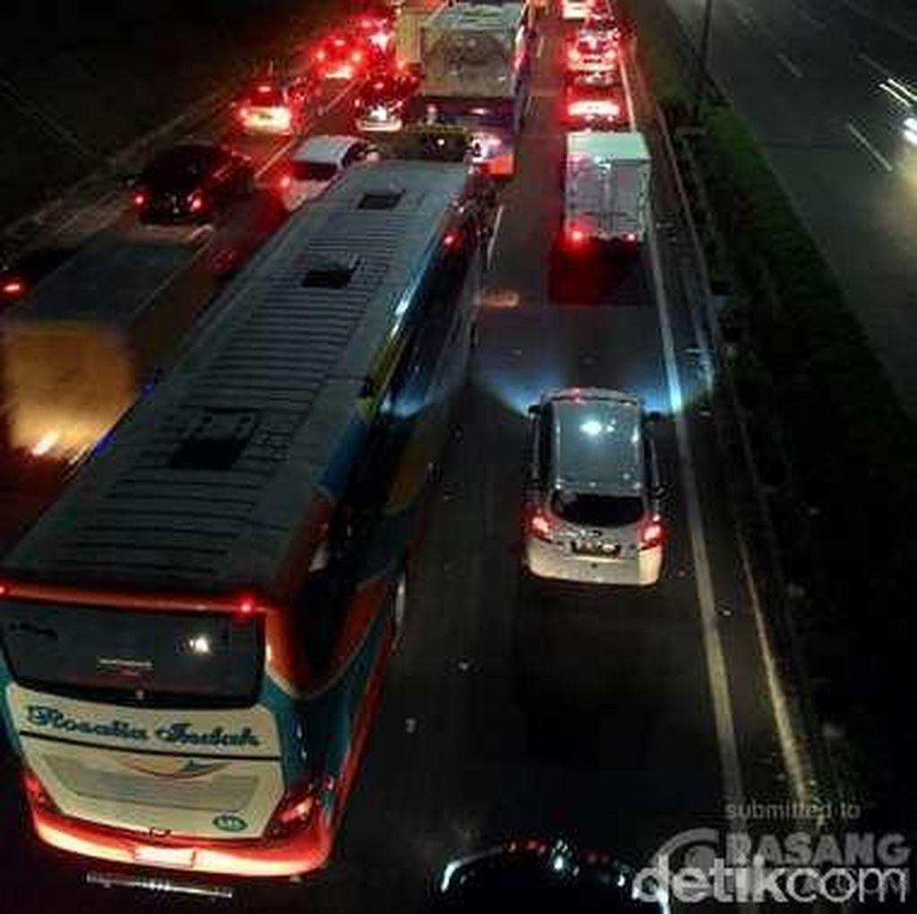Ekor Macet di Rest Area KM 19 Tol Cikampek Sampai Rorotan Jakarta Utara