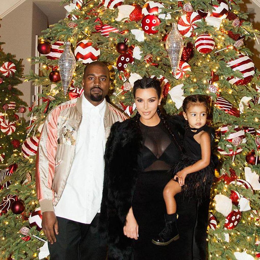 Baru 2 Bulan, Putra Kedua Kim Kardashian Dihadiahi Jaket Ralph Lauren
