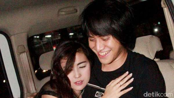 Love is in the Air! Kevin Aprilio dan Pacar Peluk-pelukan