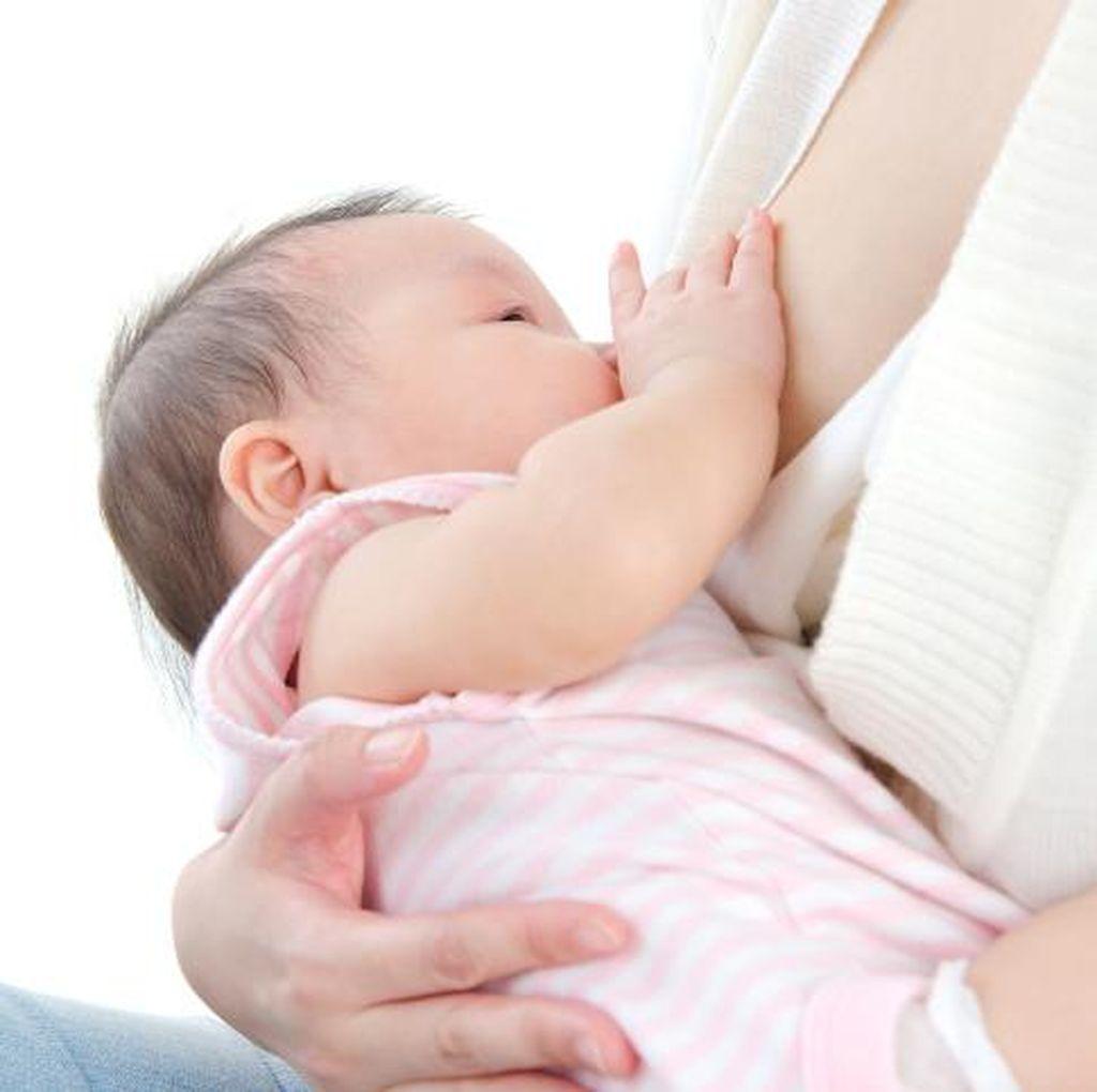 Cek Tongue Tie pada Bayi dengan Melihat Pelekatannya Saat Menyusu