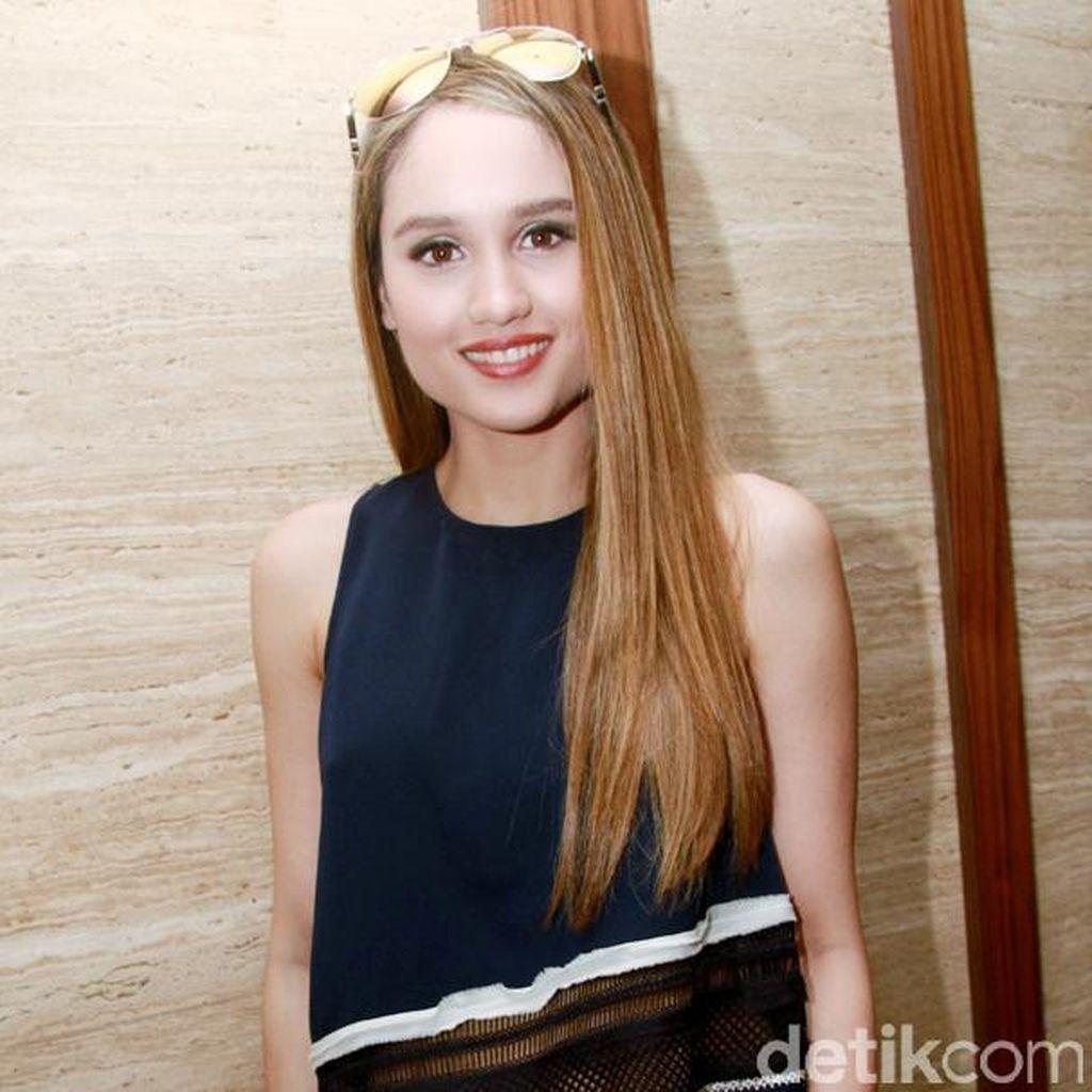 Gong Xi Fa Cai! Cinta Laura Mesra dengan Hunter Treacy di Hari Imlek