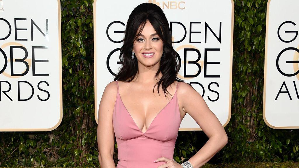 Hot in Pink! Katy Perry Manis Sekaligus Seksi di Golden Globe 2016