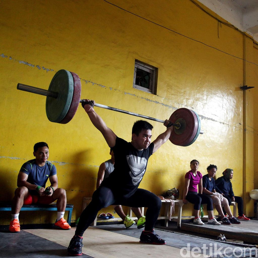 Tiba di Rio, Tim Angkat Besi Langsung Geber Latihan