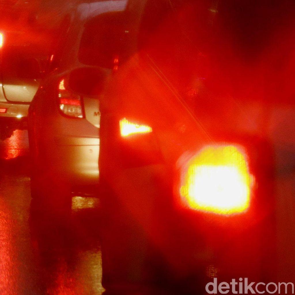 Atasi Macet di Tol Arah Jakarta, Polisi Lakukan Buka Tutup Rest Area