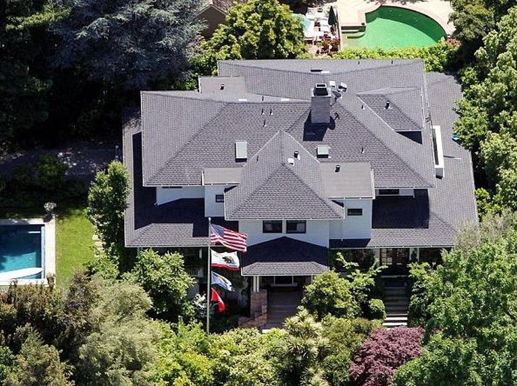 Zuckerberg Beli 4 Rumah Tetangga untuk Dihancurkan