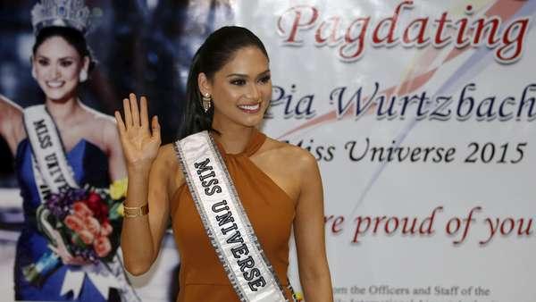 Miss Universe 2015 Diarak di Manila
