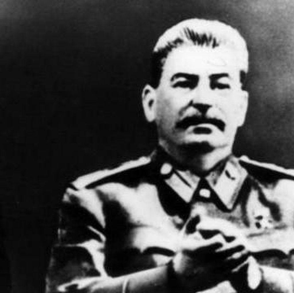 Stalin Mata-matai dan Menganalisa Tinja Mao Zedong