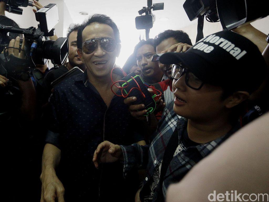 Tak Terima Disebut Anggota BIN, Ayah Mirna akan Polisikan Pengacara Jessica