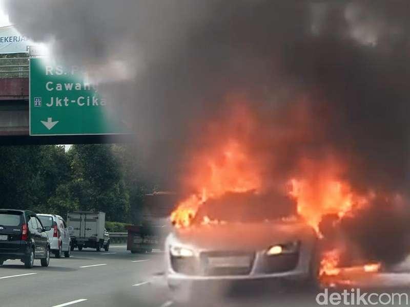 Ada Mobil Elf Terbakar di KM 25 Tol Jagorawi Arah Bogor