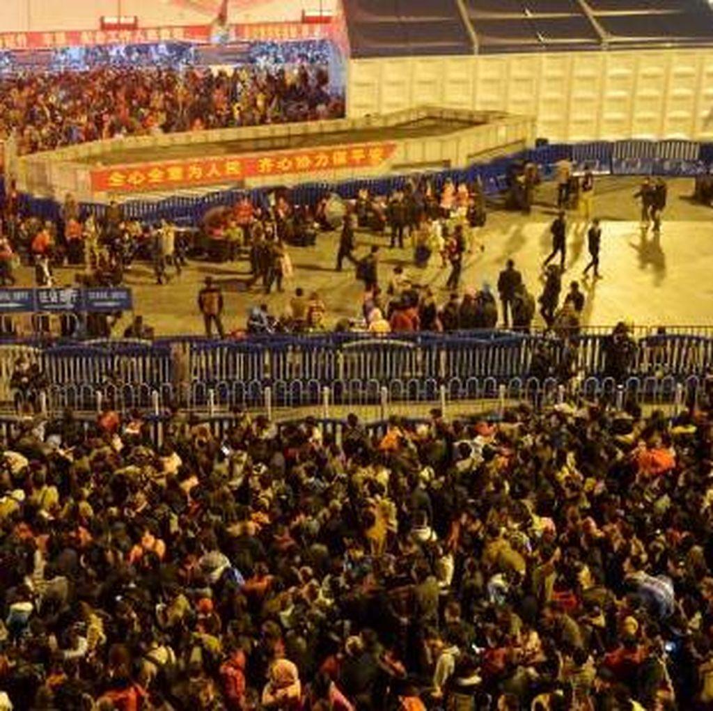 Akibat Salju di China, Hampir 100.000 Orang Terjebak di Stasiun