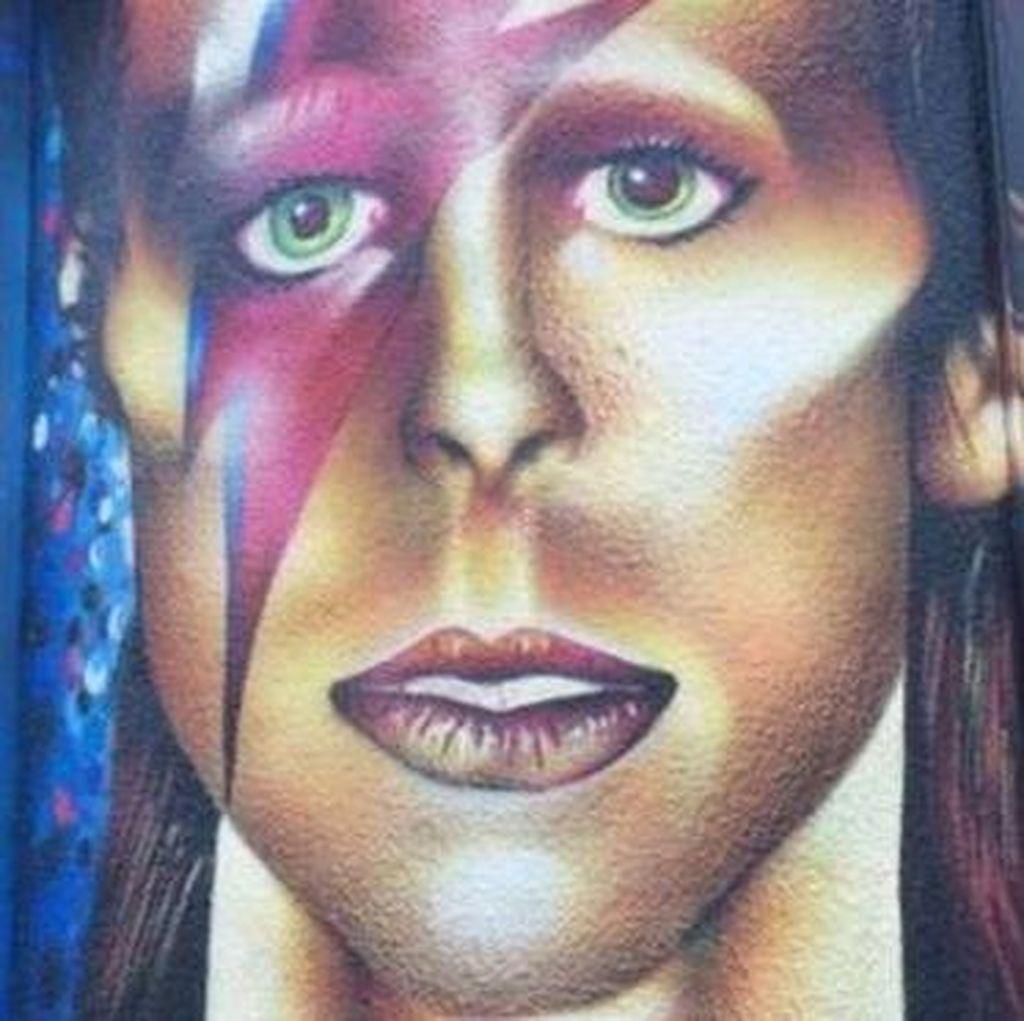 Koleksi Seni David Bowie Kini Dipamerkan di Hong Kong