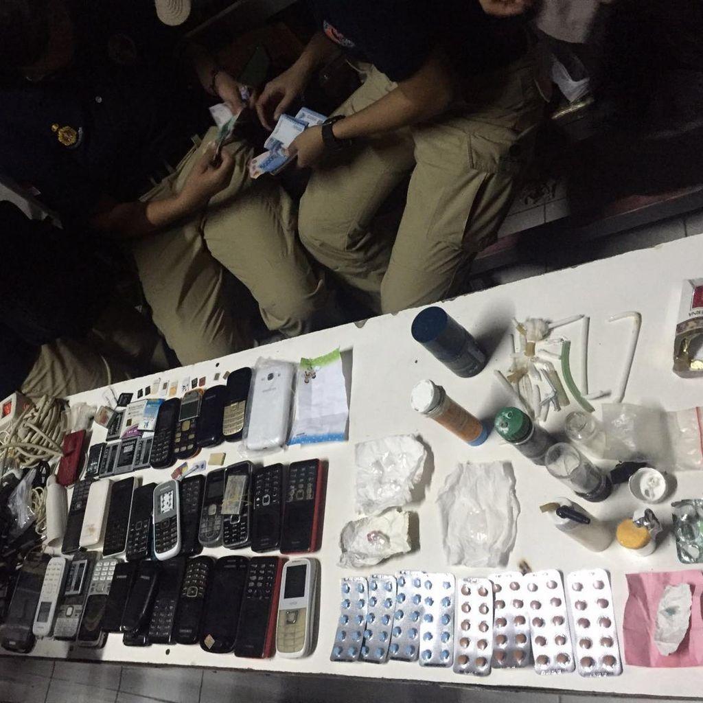 Sidak Lapas Karawang, Polisi Temukan Sabu Hingga HP