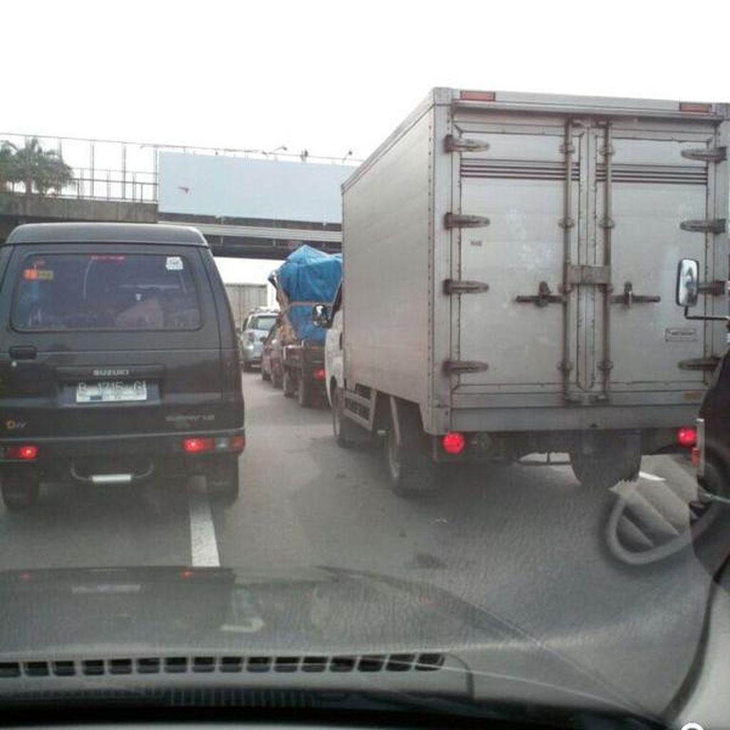 Kemacetan Tol Cikampek Memanjang, Pondok Gede-Bekasi Barat Padat Merayap