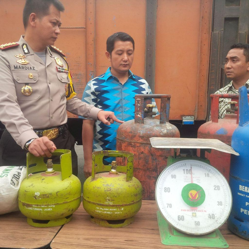 Polisi Gerebek Rumah Pengoplos Gas Bersubsidi, Ratusan Tabung Disita
