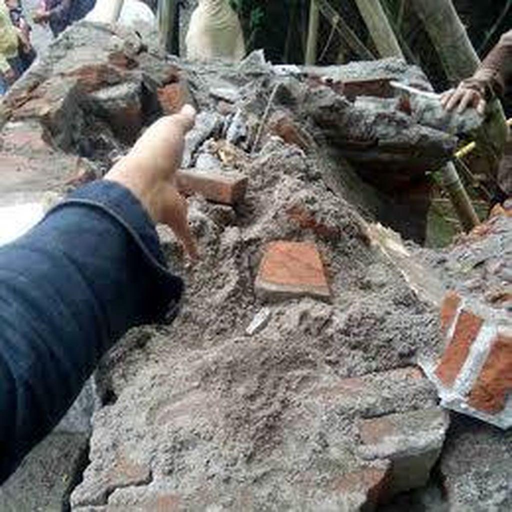 Tugu Desa di Blitar Ambruk, Polisi Duga ada Mark Up Anggaran