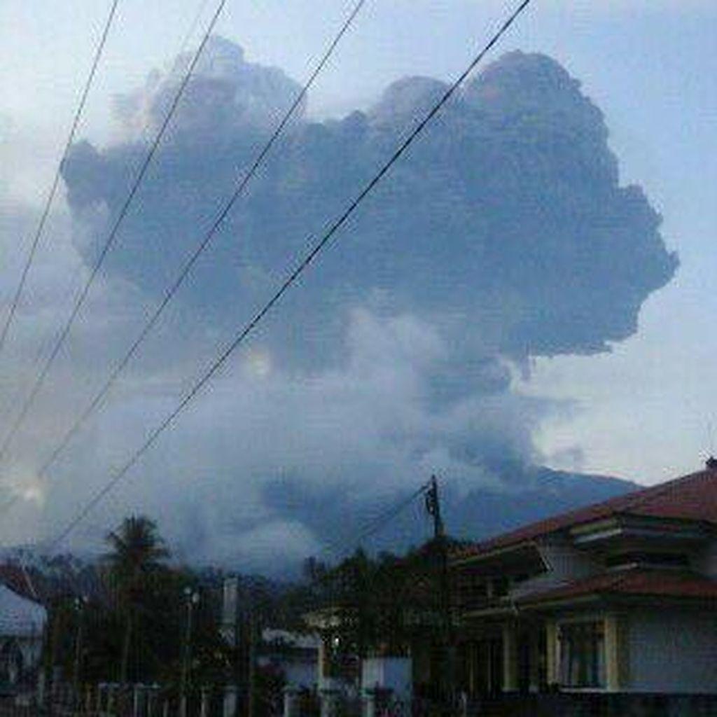 Gunung Soputan Letuskan Material Vulkanik Sebanyak 4 Kali