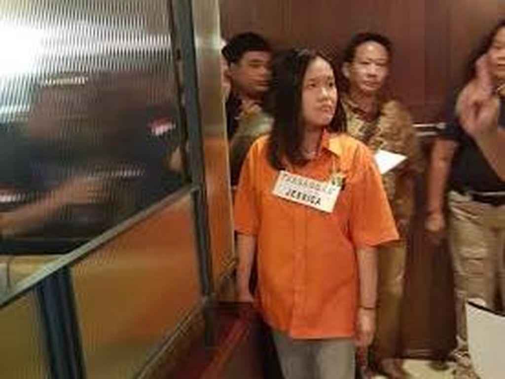 Berbaju Tahanan dan Pakai Sandal, Penampakan Jessica Rekonstruksi di Olivier