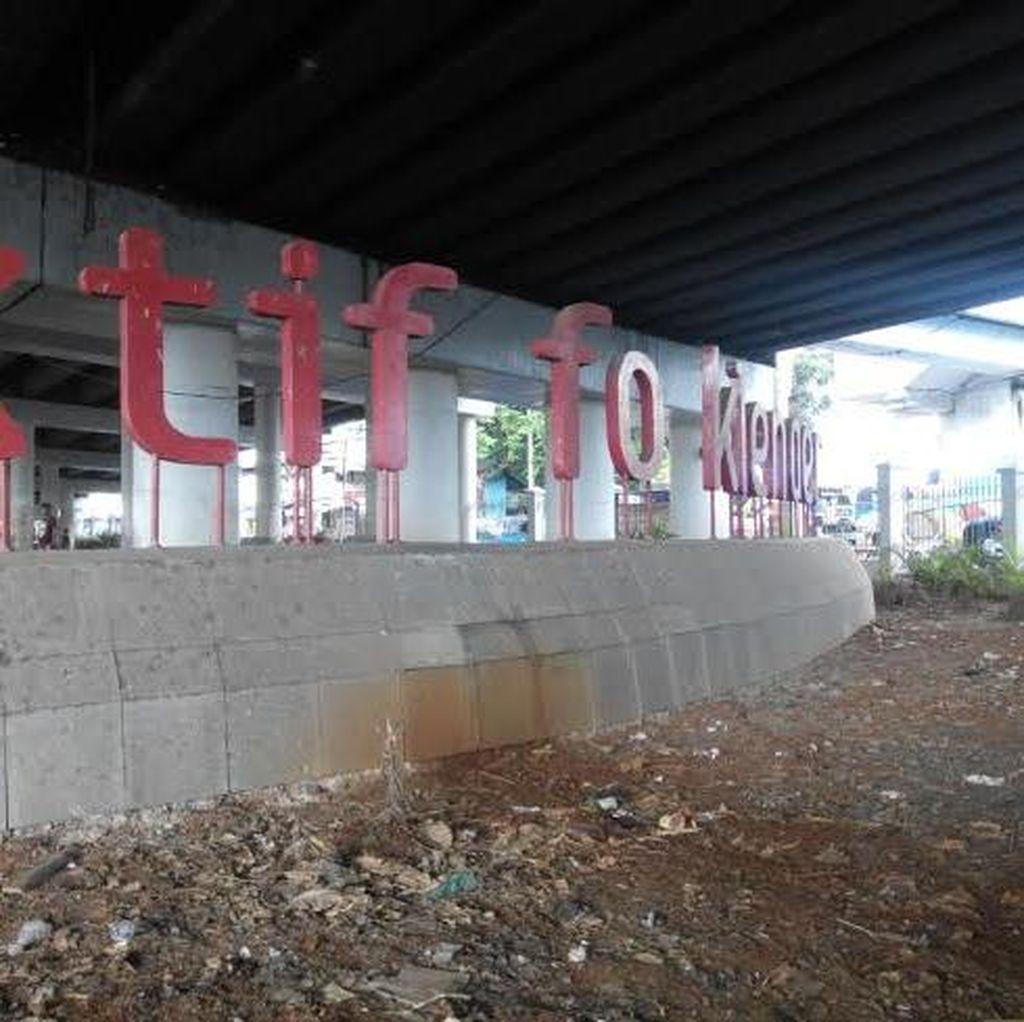 Beda dengan Taman di Bandung, Taman Flyover Klender Tak Dirawat