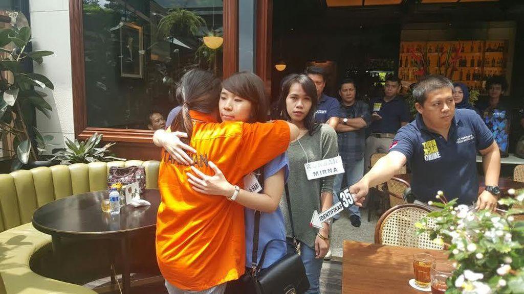 Hani Teman Mirna Juga Ikut Rekonstruksi di Kafe Olivier