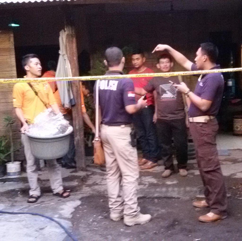 Polisi Gelar Olah TKP di Rumah Pengoplos Miras Maut di Yogyakarta