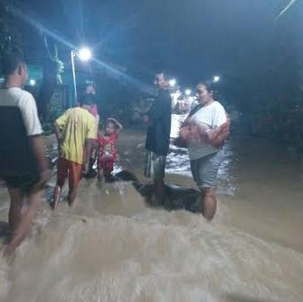 Tanggul Jebol Penyebab Ratusan Rumah di Lamongan Terendam Air