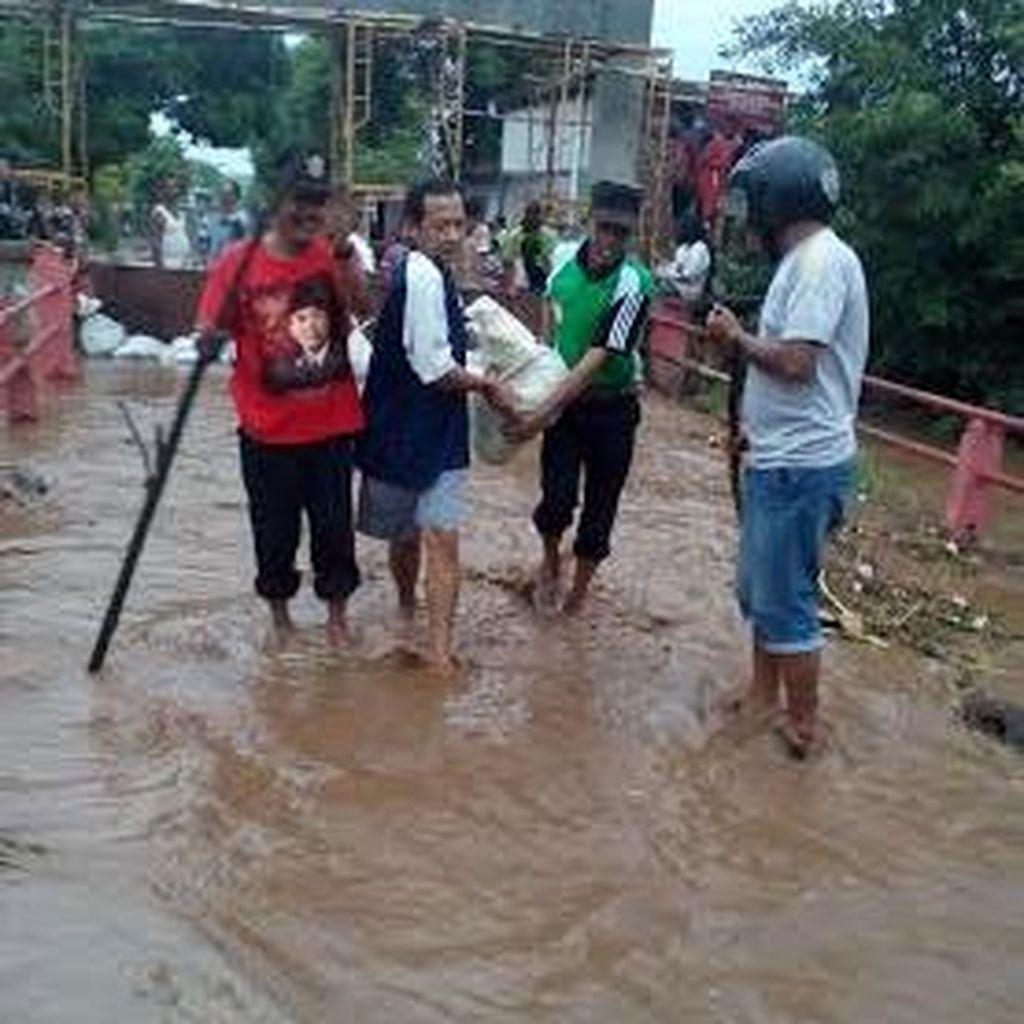 Jembatan Kedawung Kulon Terendam Air Imbas Sungai Rejoso Meluap