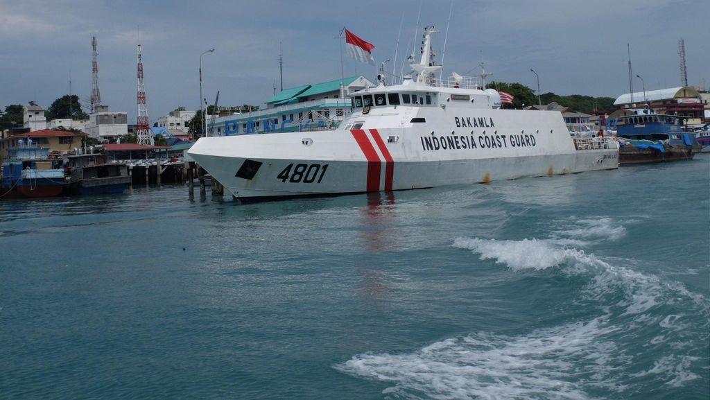 Bakamla Periksa Kapal Berisi Rokok yang Diduga Kelebihan Muatan