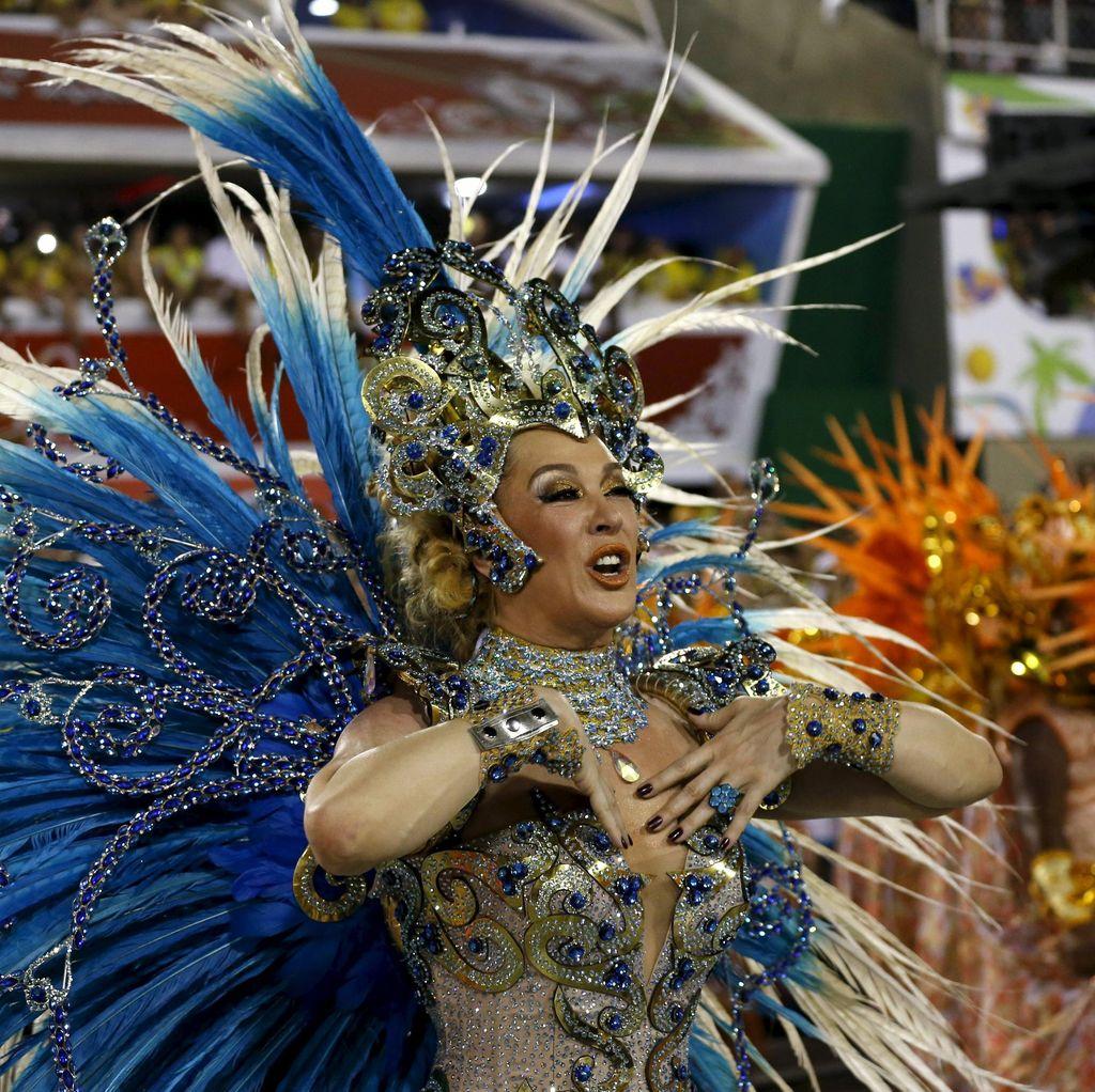Lenggok Seksi Penari Samba Meriahkan Karnaval Rio di Brasil