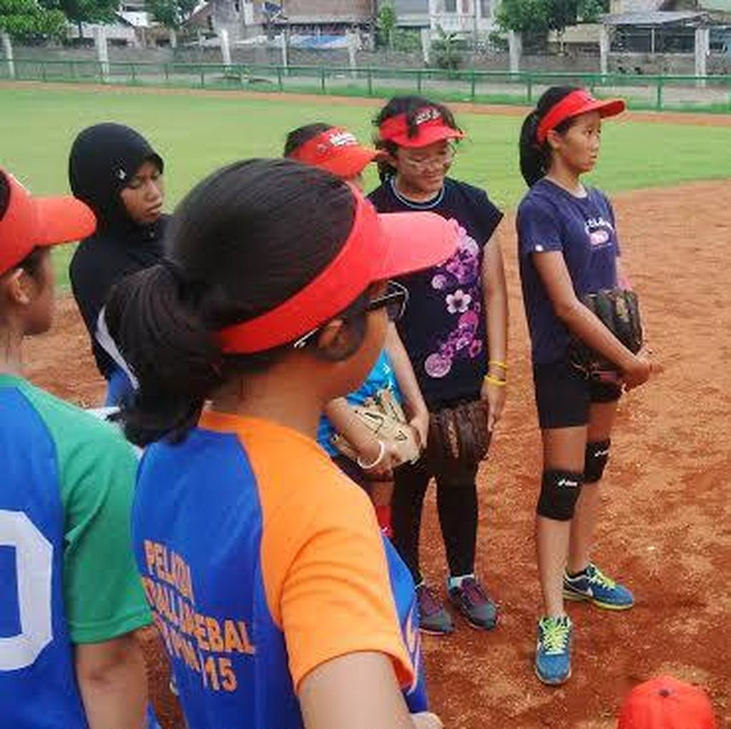 Tim Putri Softball U-19 Jatim Digembleng Pelatih AS