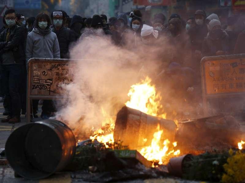 Bentrokan di Hong Kong, Polisi Dipukuli Demonstran Hingga Luka-luka