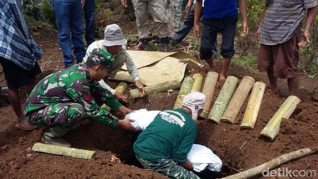 Longsor Landa Pemakaman di Tasikmalaya, 15 Jenazah Masih Hilang
