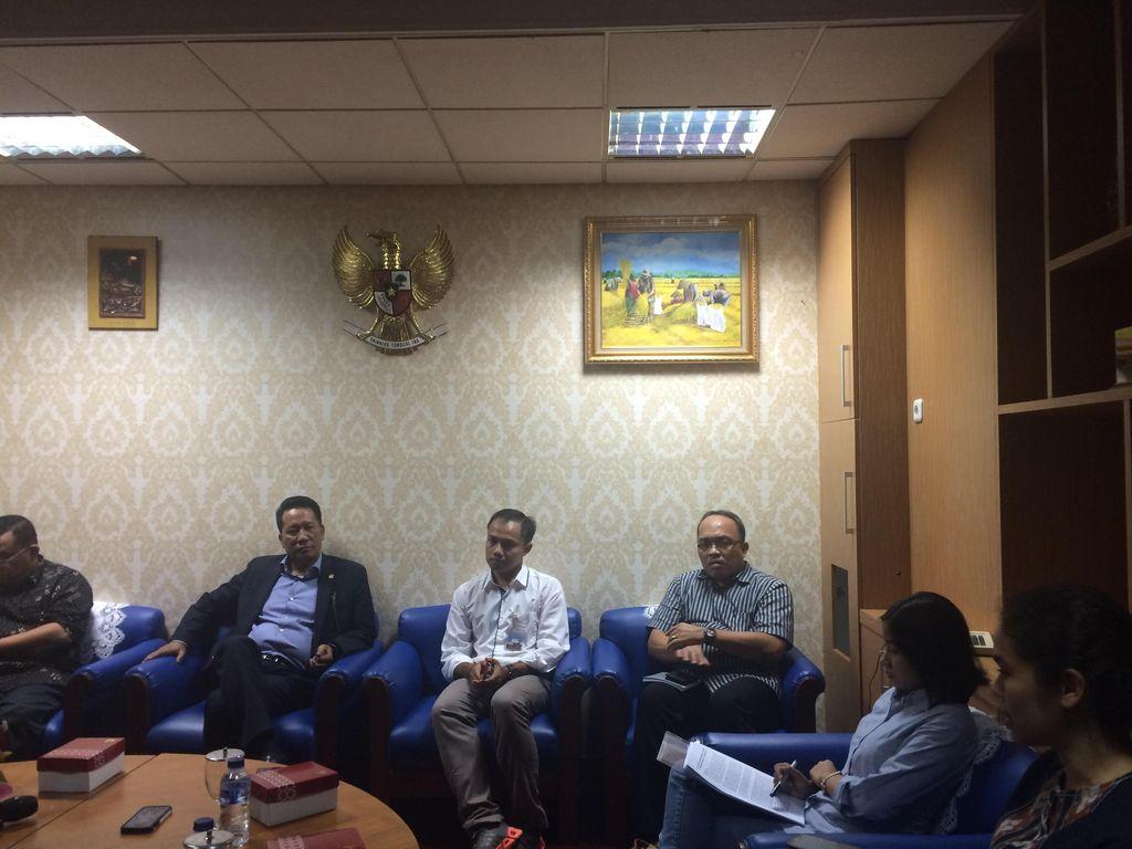 Koalisi Antikorupsi Serahkan 57 Ribu Petisi Jangan Bunuh KPK ke Baleg DPR