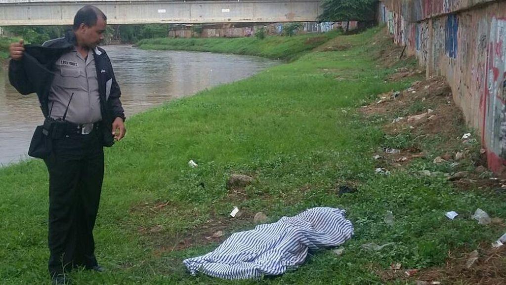 Mayat Remaja Berbaju Pramuka Ditemukan di Kali Pesanggrahan