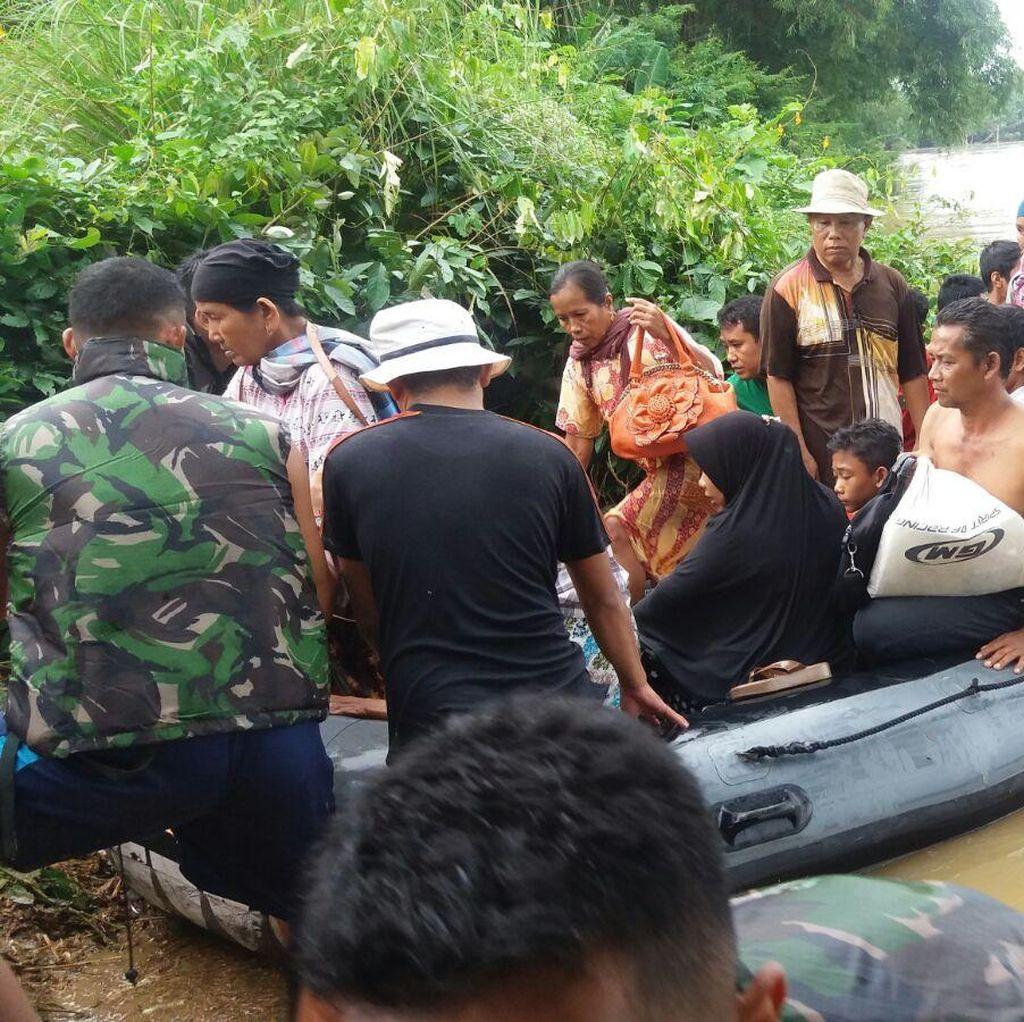 Paskhas Terjun ke Lokasi Banjir Kampar Riau, Door to Door Evakuasi Warga