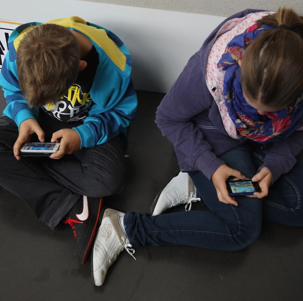 Dilema Saat Anak Merengek Minta Smartphone