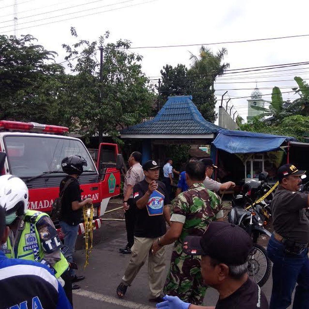 Pasukan TNI AU Berjaga di Lokasi Super Tucano Jatuh di Blimbing Malang