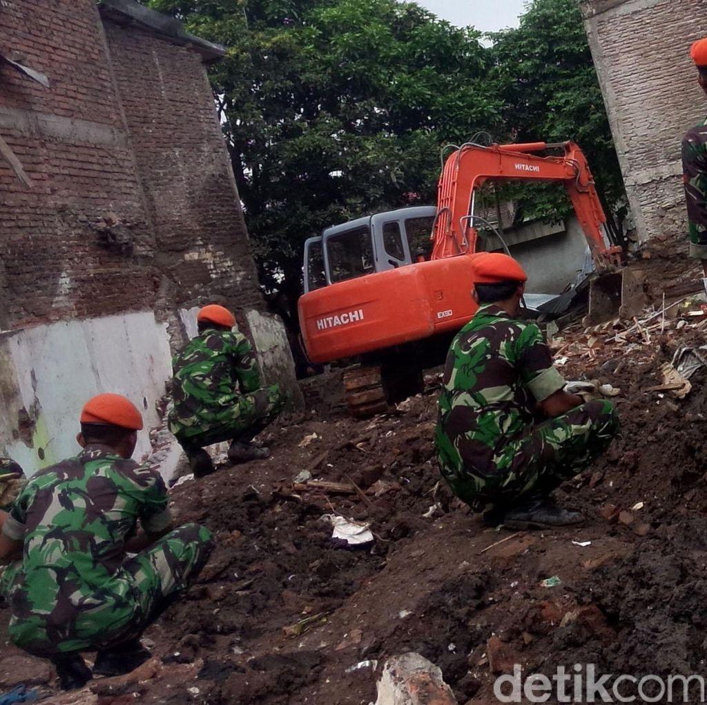 Rumah Tempat Jatuhnya Pesawat TNI Diratakan