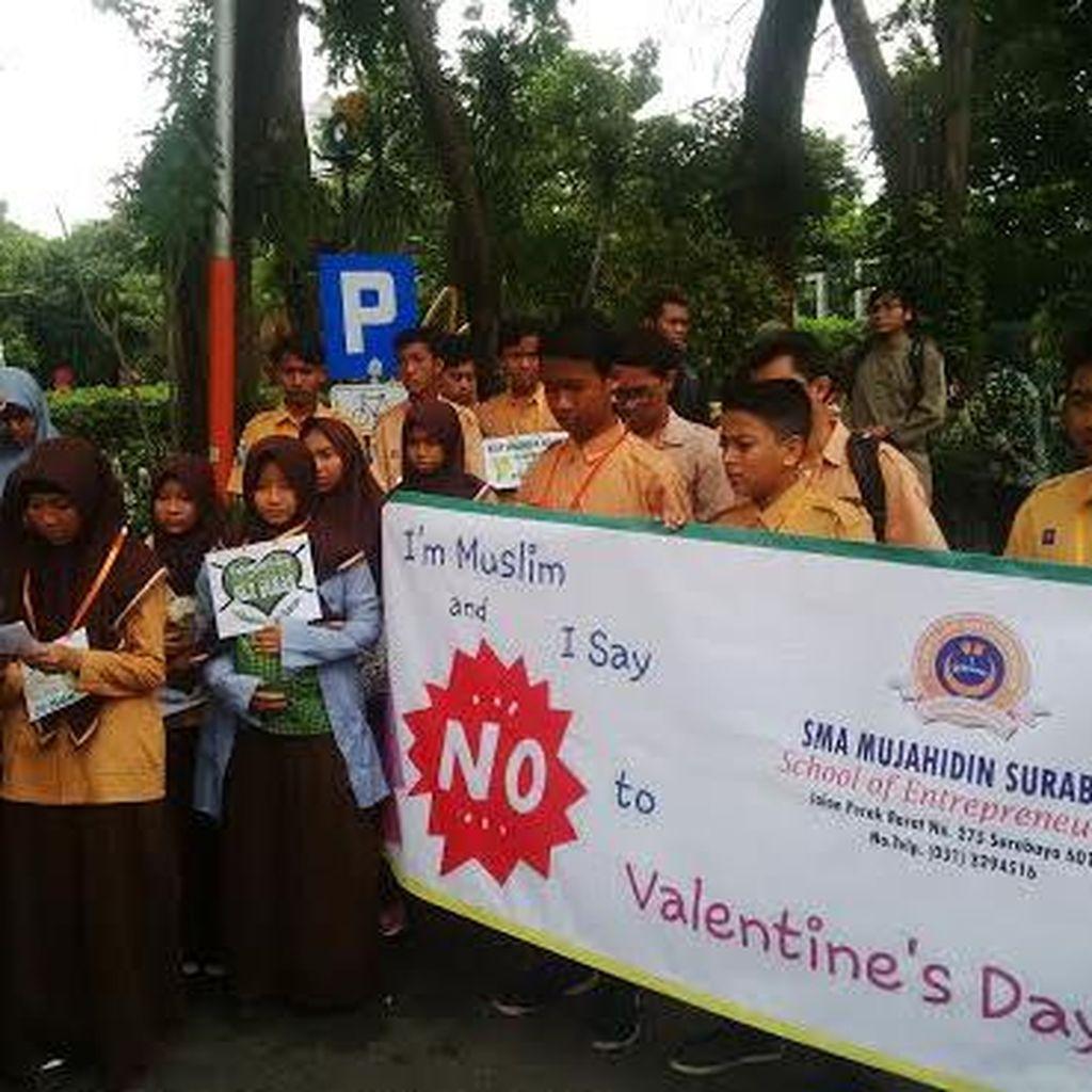 Puluhan Siswa di Surabaya Tolak Hari Valentine