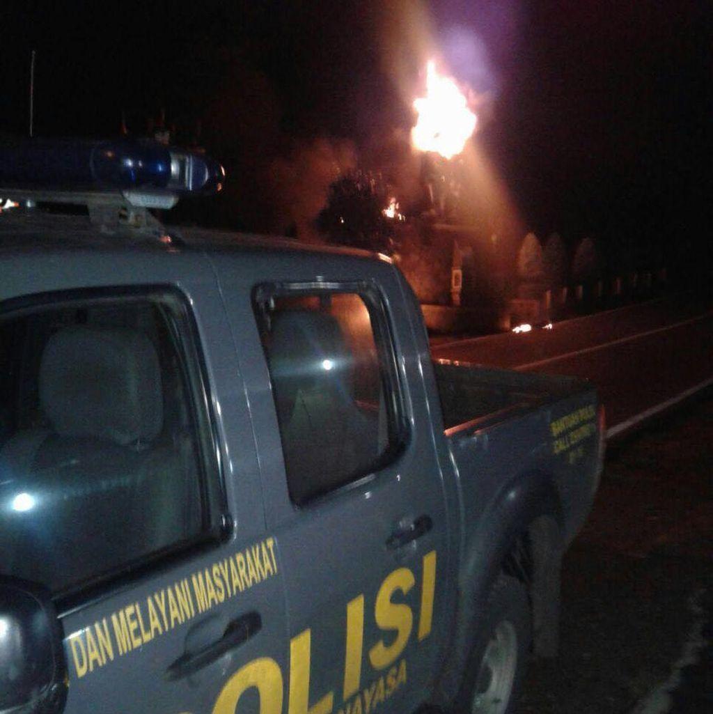Wujud Kobaran Api dan Detik-detik Terbakarnya Patung Arjuna di Purwakarta