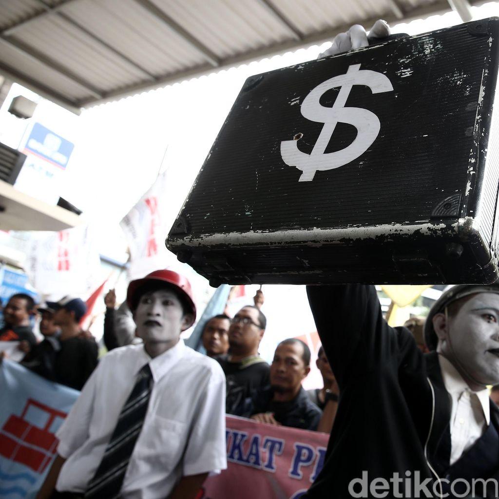 Aksi Pantomim Serikat Pekerja JICT