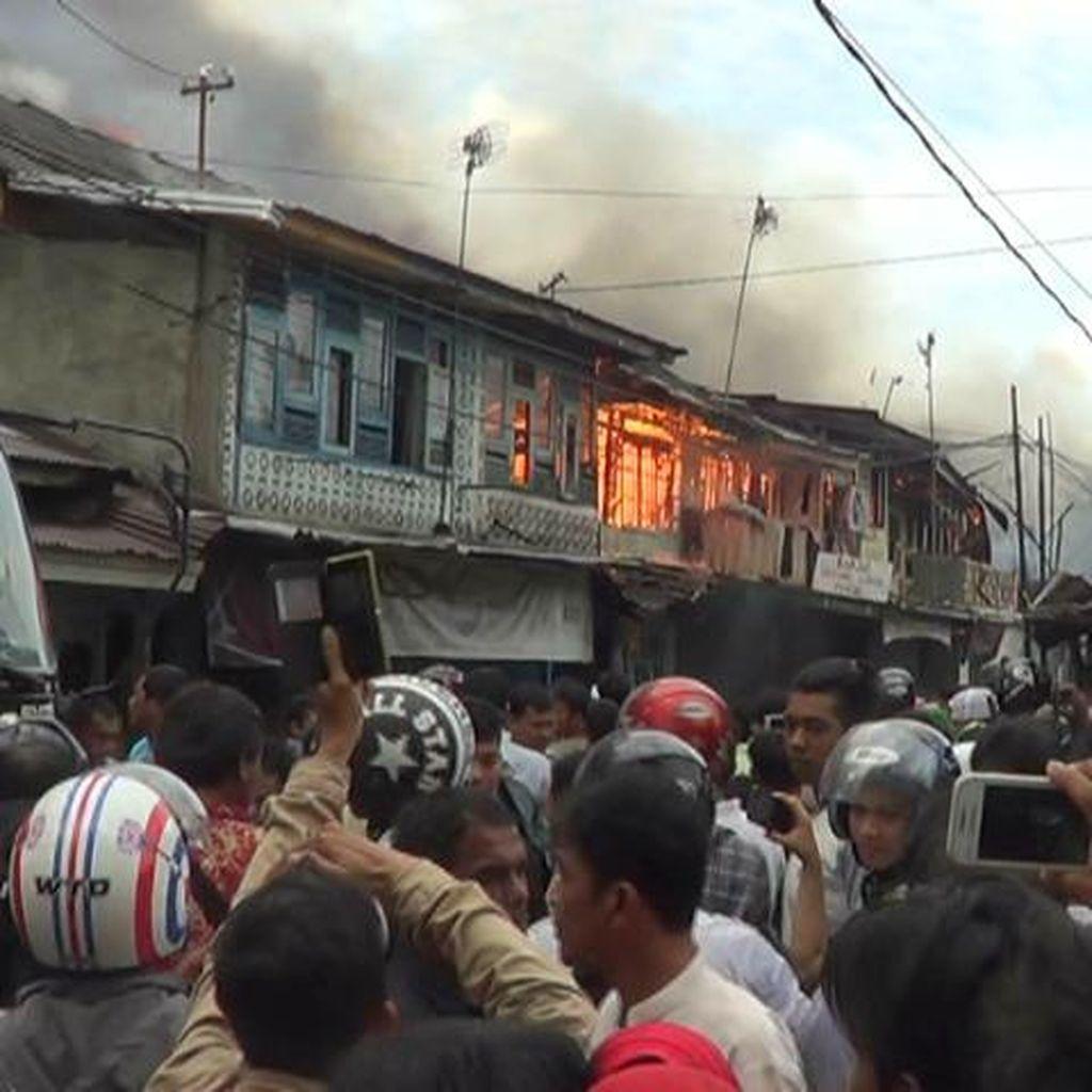 20 Kios dan Rumah di Kawasan Pusat Kota Pekanbaru Terbakar
