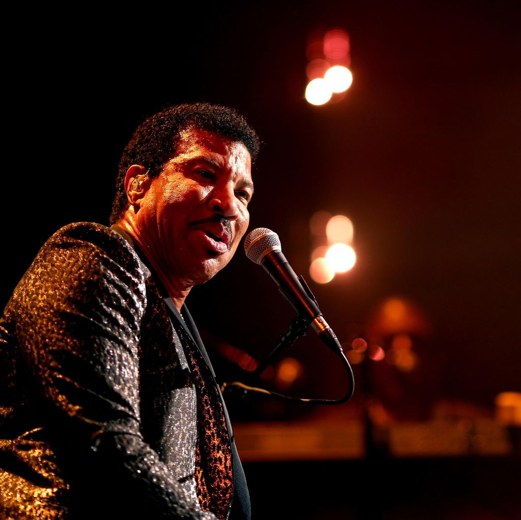Lionel Richie Raih MusiCares Person of the Year di Grammy Awards 2016