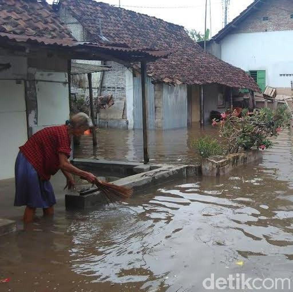 Banjir Terjang 11 Desa di Mojokerto, Ratusan Warga Diungsikan