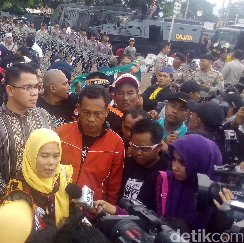 Dijanjikan Bertemu Jokowi, Ribuan Guru Honorer Mengakhiri Demo 3 Harinya