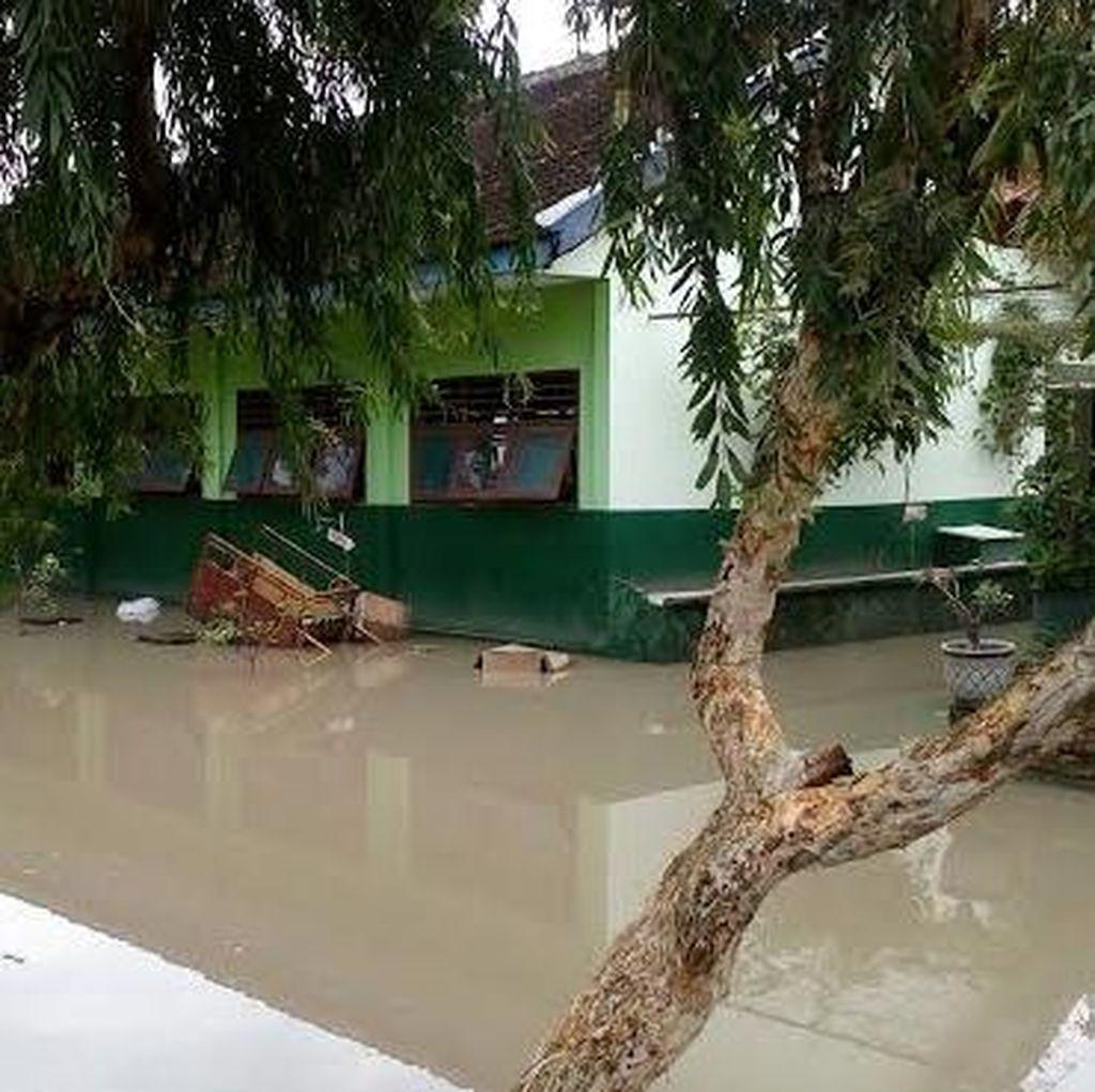 Banjir, Ribuan Siswa SMP dan SMK di Mojoanyar Diliburkan